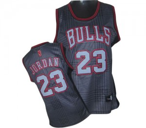 Maillot NBA Chicago Bulls #23 Michael Jordan Noir Adidas Authentic Rhythm Fashion - Femme