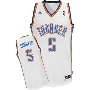 Maillot NBA Blanc Kyle Singler #5 Oklahoma City Thunder Home Swingman Homme Adidas