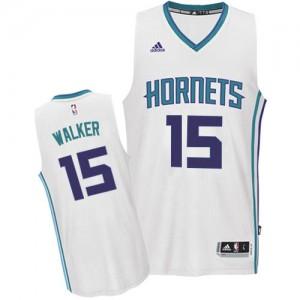 Charlotte Hornets Kemba Walker #15 Home Swingman Maillot d'équipe de NBA - Blanc pour Homme