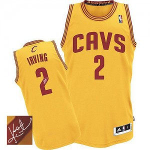 Maillot NBA Authentic Kyrie Irving #2 Cleveland Cavaliers Alternate Autographed Or - Homme