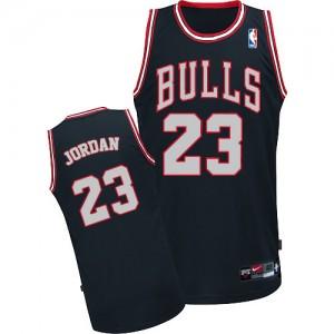 Chicago Bulls Michael Jordan #23 Authentic Maillot d'équipe de NBA - Noir / Blanc pour Homme