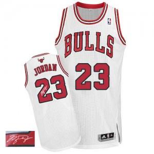 Chicago Bulls Michael Jordan #23 Home Autographed Authentic Maillot d'équipe de NBA - Blanc pour Homme