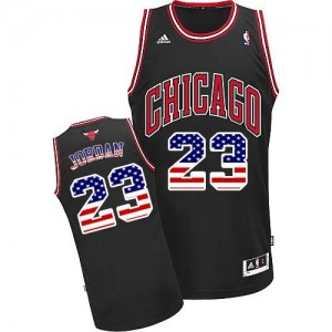 Chicago Bulls Michael Jordan #23 USA Flag Fashion Swingman Maillot d'équipe de NBA - Noir pour Homme