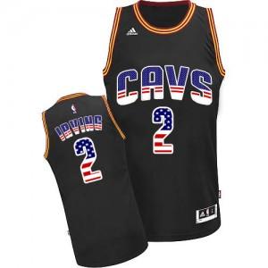 Cleveland Cavaliers Kyrie Irving #2 USA Flag Fashion Authentic Maillot d'équipe de NBA - Noir pour Homme