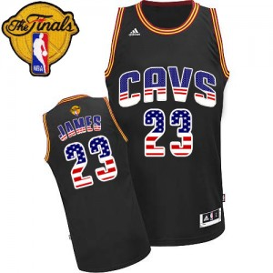 Cleveland Cavaliers LeBron James #23 USA Flag Fashion 2015 The Finals Patch Authentic Maillot d'équipe de NBA - Noir pour Homme