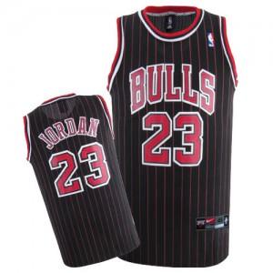 Maillot NBA Noir (bande Rouge) Michael Jordan #23 Chicago Bulls Authentic Enfants Nike