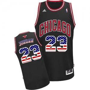 Chicago Bulls Michael Jordan #23 USA Flag Fashion Swingman Maillot d'équipe de NBA - Noir pour Homme