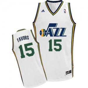 Maillot NBA Utah Jazz #15 Derrick Favors Blanc Adidas Swingman Home - Homme